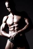 Reizvoller Erbauer der muskulösen Karosserie Stockfotos
