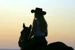 reizvoller Mädchencowboy Stockfoto