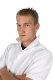Reizvoller Mann im Weiß mit Kragen oben Stockfotos