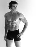 Reizvoller mit nacktem Oberkörper Mann lizenzfreie stockfotografie