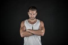 Reizvoller muskulöser junger Mann Stockfotografie