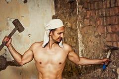 Reizvoller toplesser männlicher Bauarbeiter Stockfoto