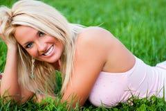 Reizvolles blondes Art- und Weisebaumuster Stockfoto