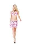Reizvolles blondes Baumuster im Bikini. Stockfoto
