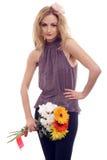 Reizvolles blondes Baumuster mit einem Blumenblumenstrauß Stockbilder
