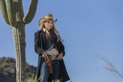 Reizvolles blondes Cowgirl Stockbild