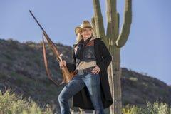 Reizvolles blondes Cowgirl Stockfotografie