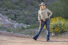 Reizvolles blondes Cowgirl Stockfoto