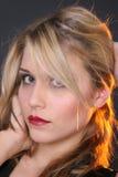 Reizvolles blondes Mädchen lizenzfreie stockbilder