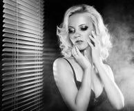 Reizvolles blondes Mädchen Stockfotos
