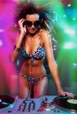 Reizvolles Blondine-DJ-Mädchen Stockbilder