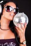 Reizvolles DJ wirft auf Stockfoto