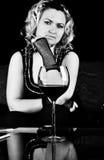 Reizvolles Frau wuth Glas der Rebe Lizenzfreie Stockfotografie