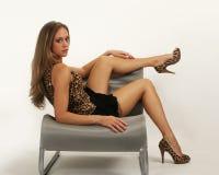 Reizvolles junges Mädchen mit den schönen Fahrwerkbeinen Stockfotos