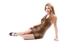 Reizvolles Mädchen auf Leopardkleid Lizenzfreie Stockfotografie