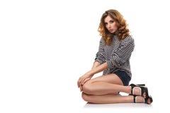 Reizvolles Mädchen, das auf Fußboden sitzt Lizenzfreie Stockbilder