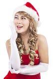 Reizvolles Mädchen, das Weihnachtsmann-Kleidung trägt Stockbild