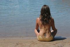 Reizvolles Mädchen im Bikini Lizenzfreie Stockbilder