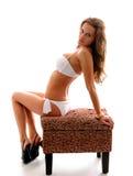 Reizvolles Mädchen im Bikini Lizenzfreie Stockfotografie