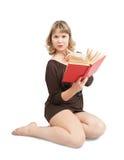Reizvolles Mädchen mit Buch Stockfoto
