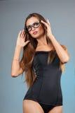 Reizvolles Mädchen mit Gläsern Lizenzfreies Stockfoto
