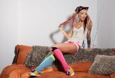 Reizvolles Mädchen mit Tätowierungen Stockfotos