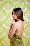 Reizvolles rückseitiges Kleid des asiatischen indischen schönen Mädchens Stockfoto
