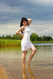 Reizvolles Sommermädchen lizenzfreie stockfotografie