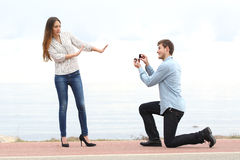 Rejeção da proposta quando um homem perguntar na união a uma mulher Fotografia de Stock