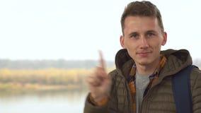 Rejet de l'homme bel, doigt de ondulation pour refuser banque de vidéos