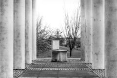 Rejilla de arriba Geo de la perspectiva áspera de la textura de la silla de las columnas del cemento Foto de archivo