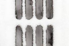 Rejilla debajo de la nieve fotografía de archivo libre de regalías