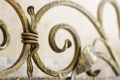 Rejilla ornamental del hierro labrado para la chimenea Deta decorativo fotografía de archivo