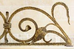 Rejilla ornamental del hierro labrado para la chimenea Deta decorativo Fotos de archivo libres de regalías