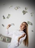 rejoicing Donna nel bianco e nei dollari Fotografia Stock Libera da Diritti