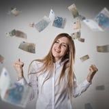 rejoicing Femme dans le blanc et l'euro Photo stock