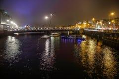 Rejs łódź w noc kanałach Amsterdam Obrazy Stock