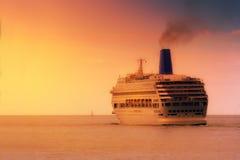 Rejs na morzu przy zmierzchem Fotografia Royalty Free