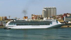 Rejsu liniowa Costa Wiktoria dokujący w Vladivostok Obraz Stock