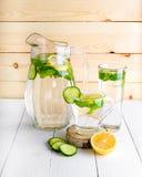 Rejuvenating питье, коктеиль, чай, вода с лимоном, inbet, Стоковое Изображение RF