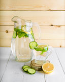 Rejuvenating питье, коктеиль, чай, вода с лимоном, inbet, Стоковые Фотографии RF