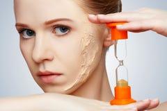 Rejuvenecimiento del concepto de la belleza, renovación, cuidado de piel, problemas de piel w foto de archivo