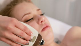 Rejuvenescimento dos ricos da pele no paciente na cosmetologia da clínica cosmético video estoque