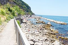 Rek van Amalfi kust dichtbij Cetara, Napels Royalty-vrije Stock Foto's