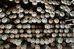 Rek van de pijpen van het ijzermetaal voor olie & gas de industrieboring die worden gebruikt stock foto