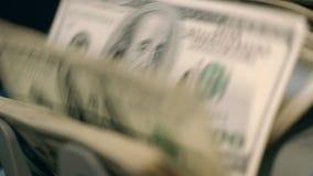 Rekeningen van bankbiljet de tegen tellende honderd dollars Het beleggen en commerciële activiteit stock video