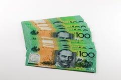 Rekeningen van geld isoleren de Australische honderd dollars op wit Stock Foto