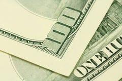 Rekeningen van honderd dollarsachtergrond Royalty-vrije Stock Foto's