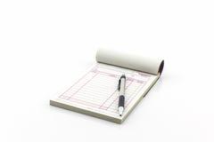 Rekeningsboek wat blanco pagina met pen openen Royalty-vrije Stock Foto