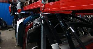 Rekken met autodelen stock footage